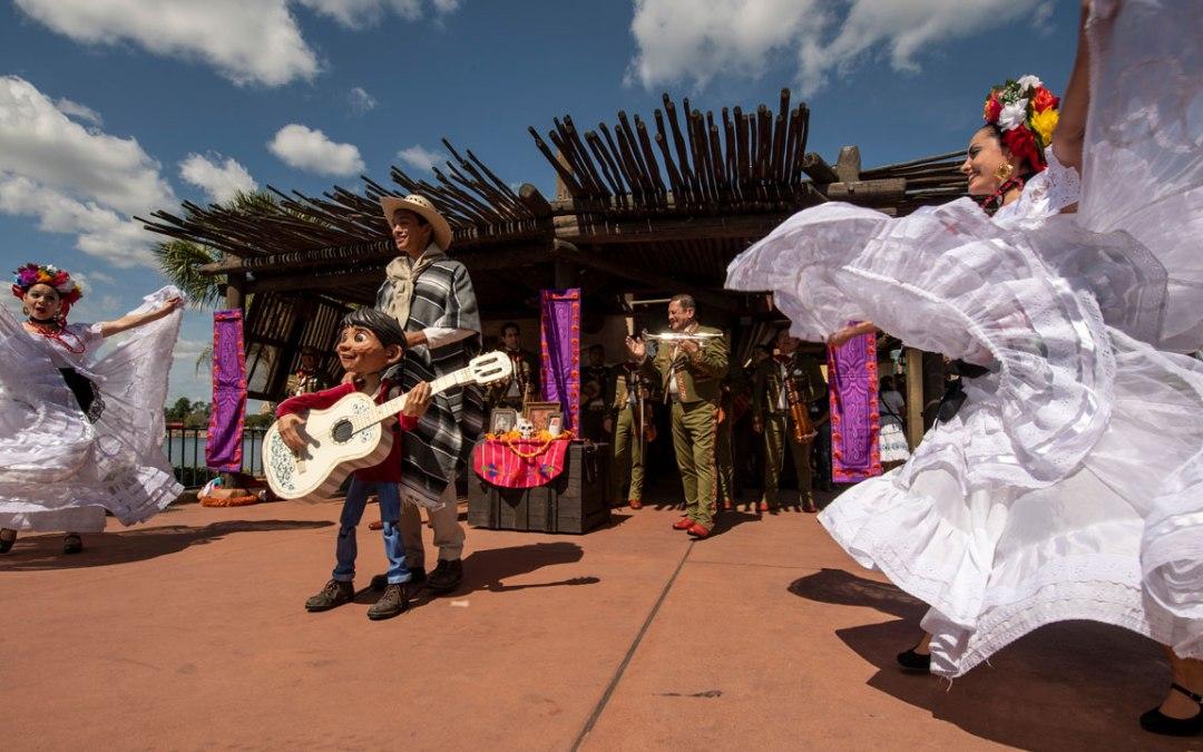 Mariachi Cobre retorna com a estória de Coco no Epcot International Flower & Garden Festival