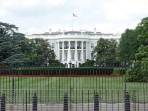 Casa Branca considera proibir viagens domésticas na Flórida