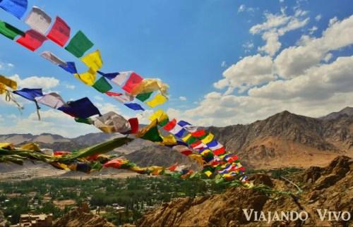 Banderines a las afueras de Leh