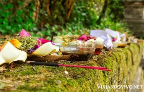 Las ofrendas que decoran las calles de Bali