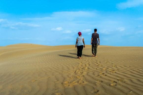 Caminando en el desierto en Jaisalmer