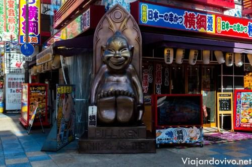 """El Dios Billiken con sus """"pies de la suerte"""" en Osaka"""
