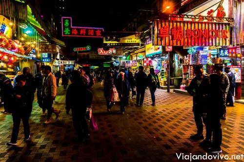 Un mercado de comida callejera en pleno Kowloon, Hong Kong