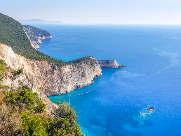 O mar azul turqueza das Ilhas Jônicas
