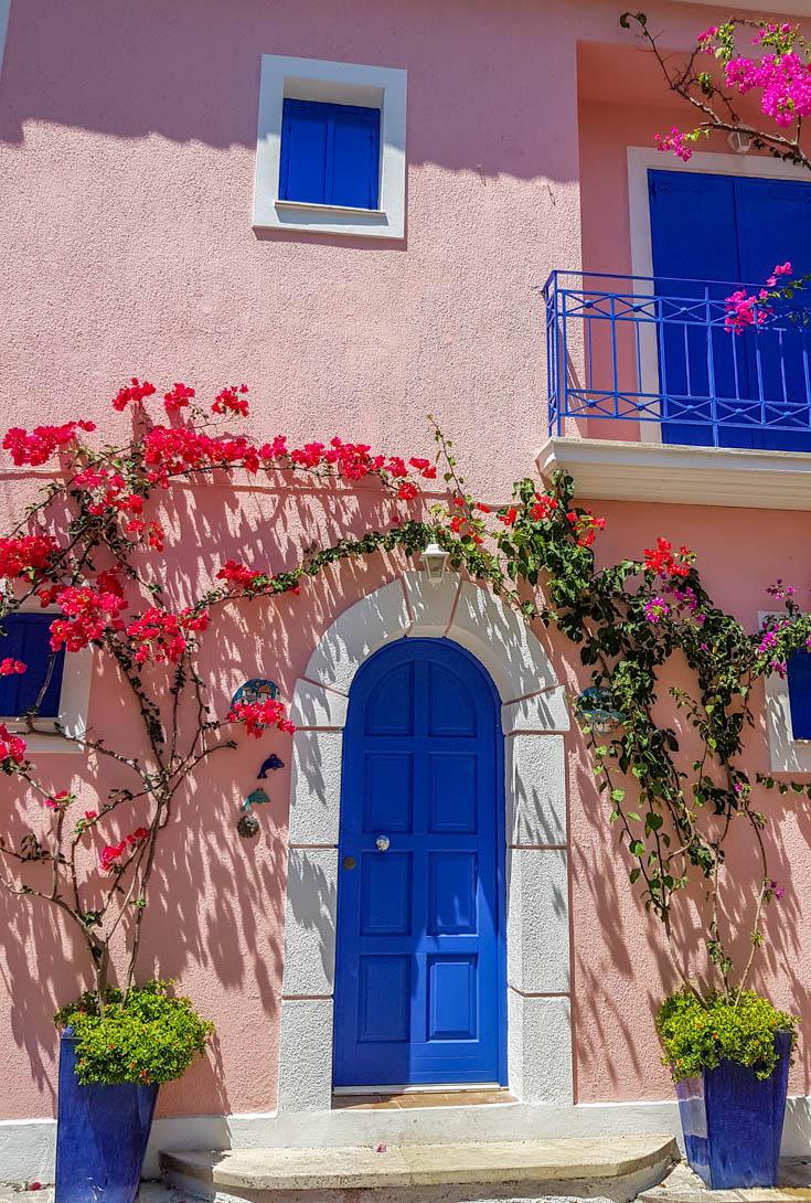 Porta no vilarejo de Assos, próximo a Fiskardo em Kefalônia - Grécia