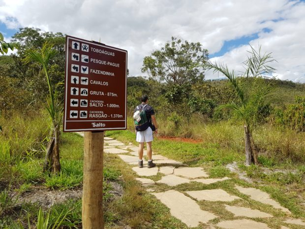 Trilha no Salto Corumbá - Goiás