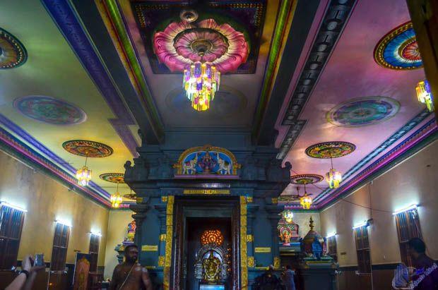 teto do Interior do Templo Hindu em Mahe - Sychelles