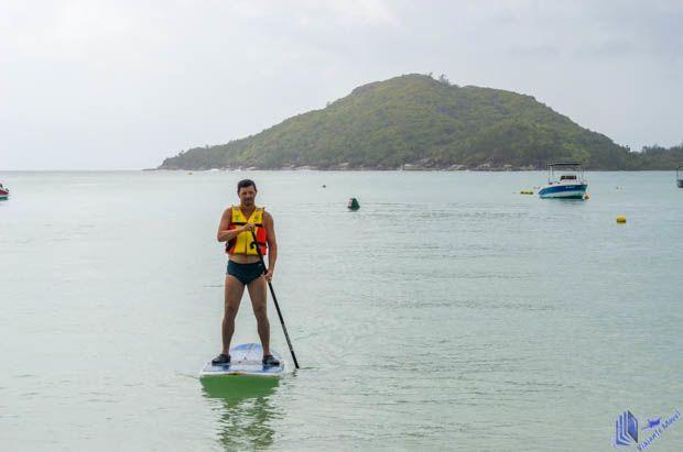 Stand Up Paddle na Praia em Mahe - Seychelles