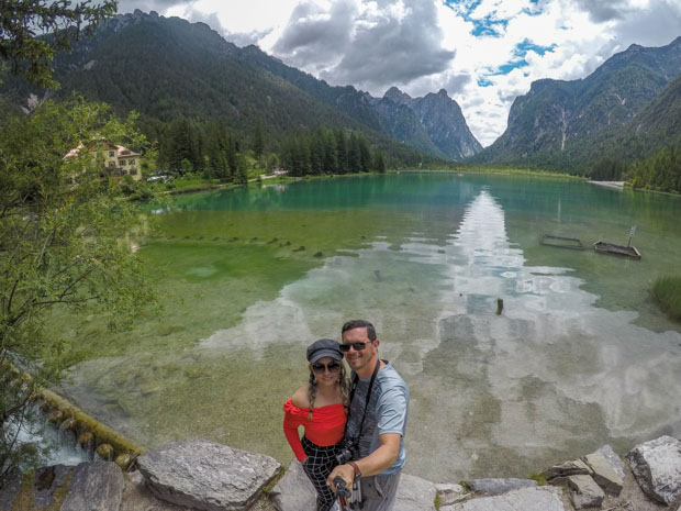 Lago Dobbiaco nas Dolomitas