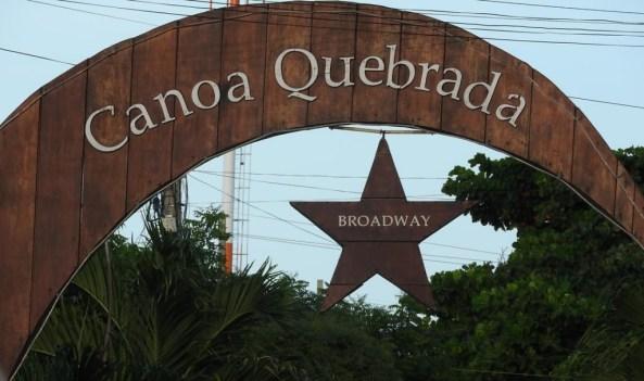 Rua Broadway em Canoa Quebrada