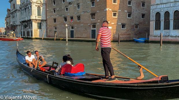 andar de gôndola em Veneza na Itália
