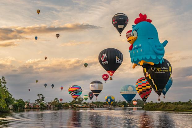 Festival de balões na cidade de Torres - RS