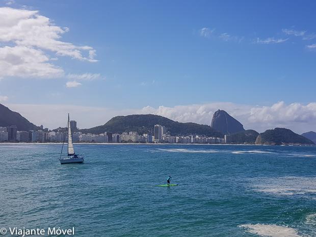 Stand up paddle na Praia de Copacabana no Rio de Janeiro