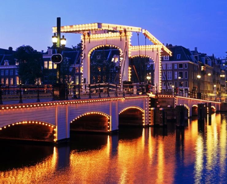 Viajar a Amsterdam  Puente Magere Brug de Amsterdam