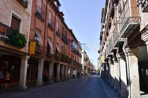 Calle Mayor en Alcalá de Henares foto de Meisam wikimedia commons