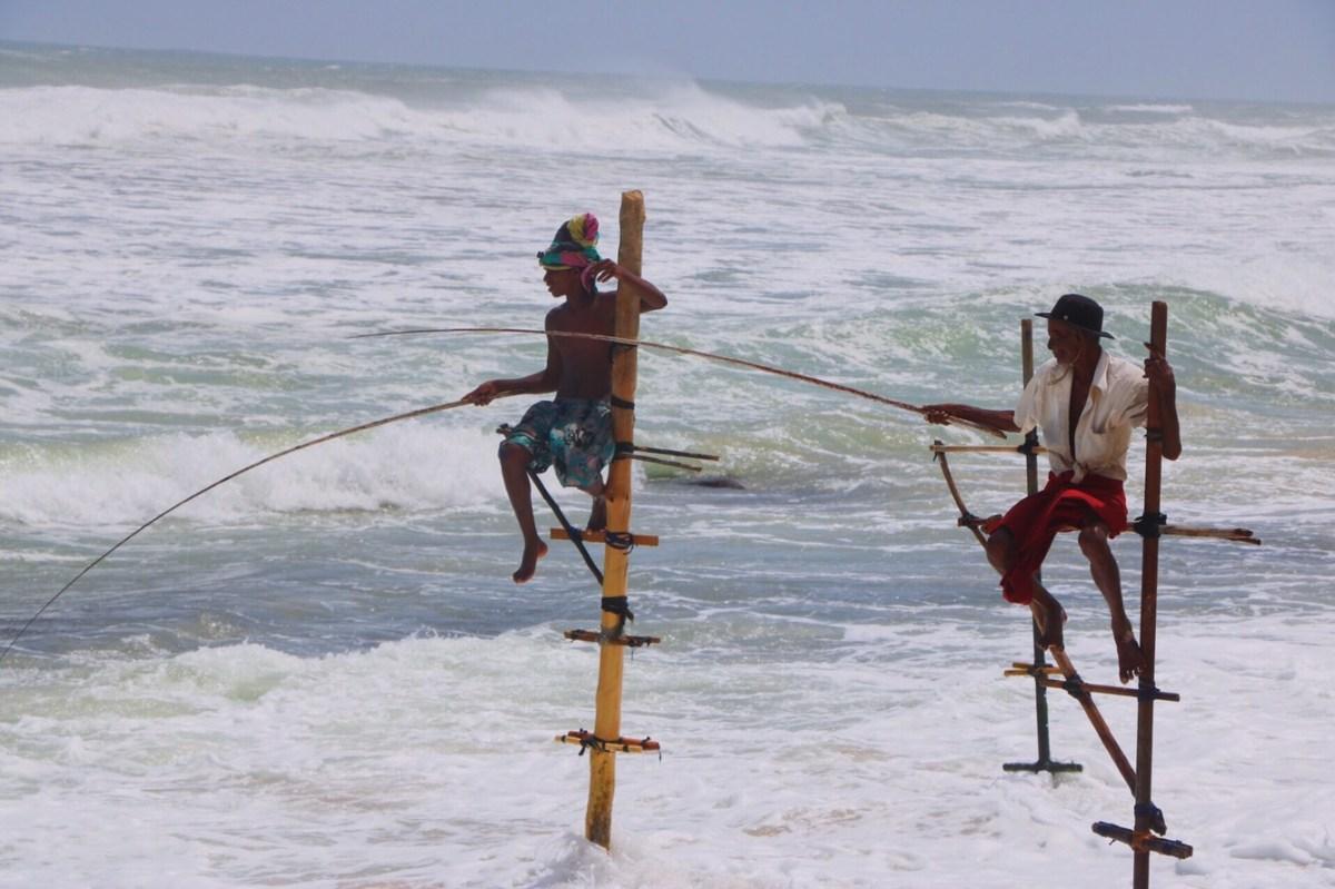 Pescadores en la playa de Koggala