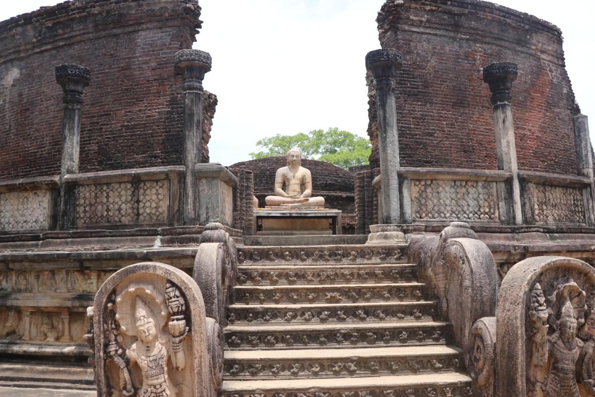 Estatua de Buda en Polonnawura