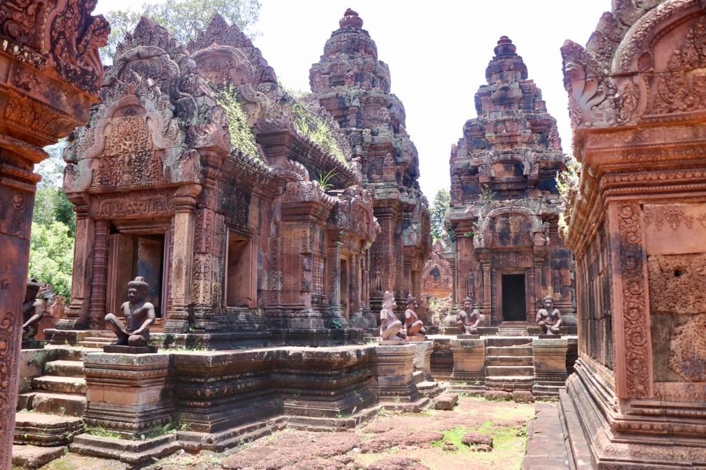 Pequeño templo de Banteay Srei, con las mejores tallas de Angkor.