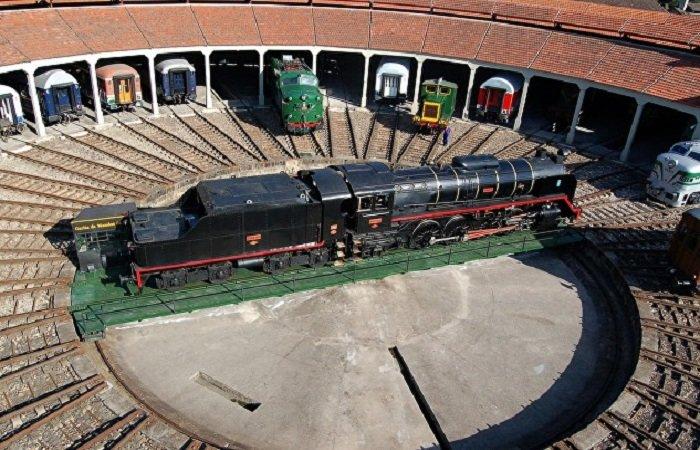 lugares imprescindibles para amantes de los trenes museo ferrocarril galicia