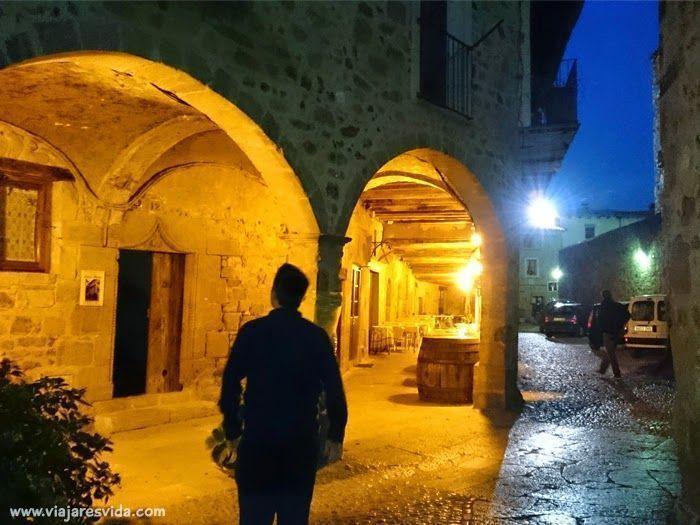 Daniel recorriendo las calles del casco histórico de Sant Pau