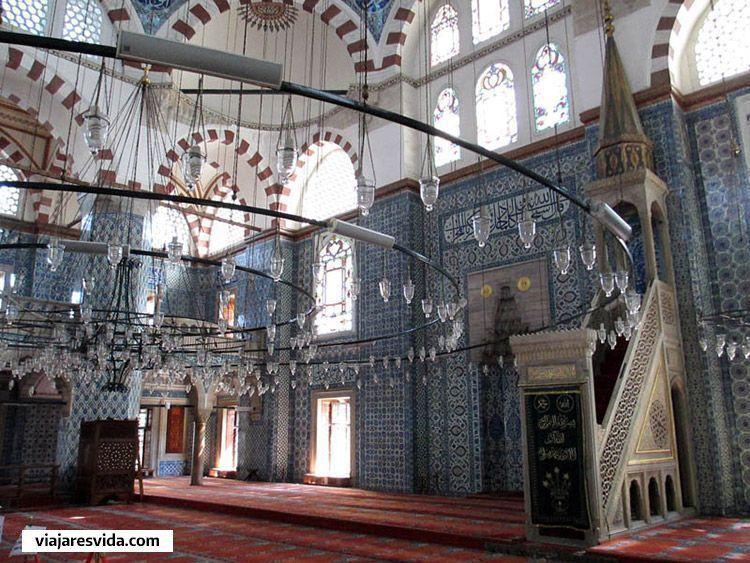 Interior de la Mezquita Rustem Pasa
