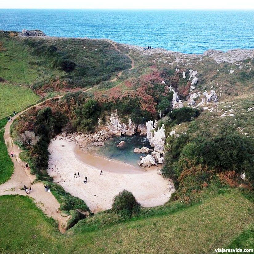 Playa de Gulpiyuri desde el aire