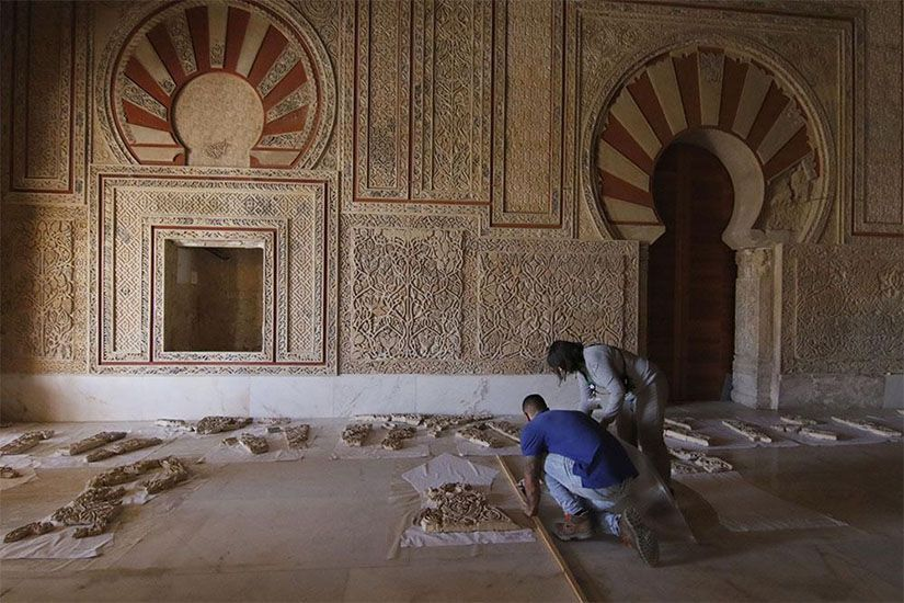 Restauración de la decoración de Medina Azahara