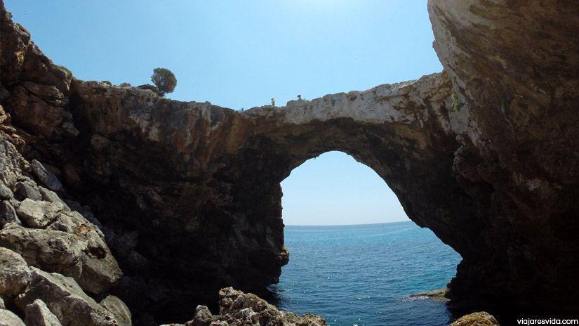 Puente d'Es Caló Blanc visto desde abajo (Mallorca)