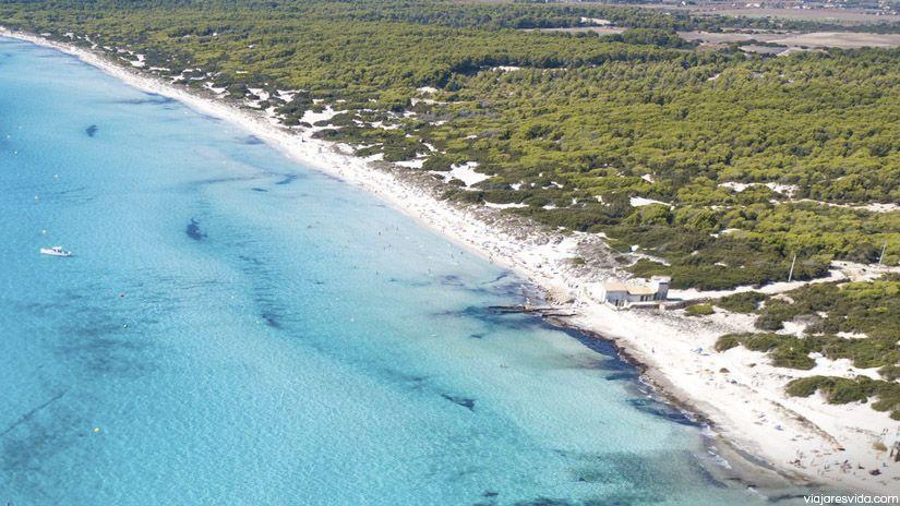 Vista aérea de playa d'Es Trenc y Ses Covetes en Mallorca