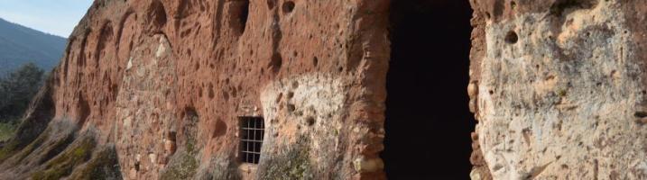 De visita al oratorio rupestre visigodo de Valdecanales en Rus