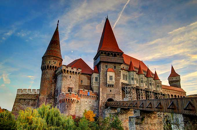 romania-corvinesti-castle
