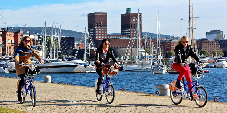 syklister-Aker-Brygge-foto-VisitOSLO-Rod-Costa
