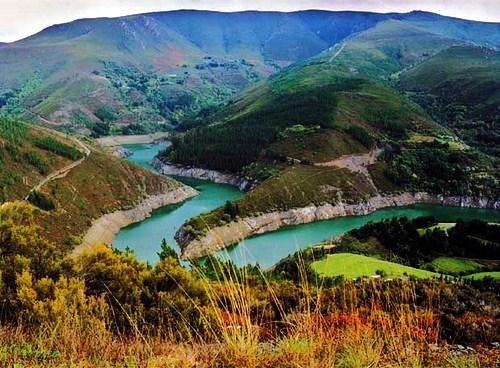Cola-del-Embalse-de-Salime-entre-Negueira-de-Muñiz-y-Los-Oscos.1