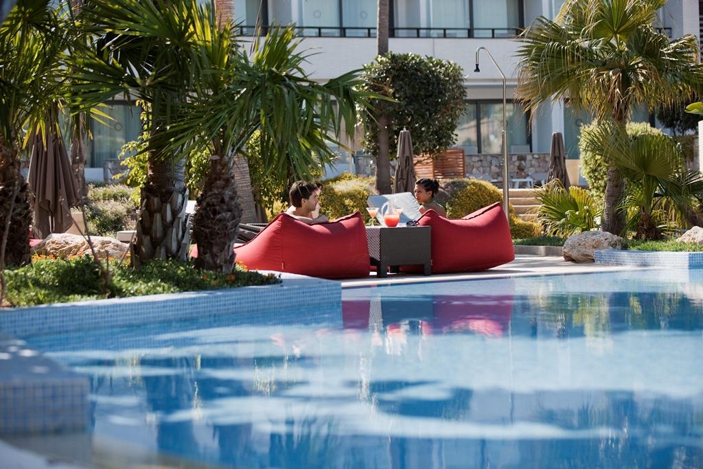 Dolce Sitges piscina