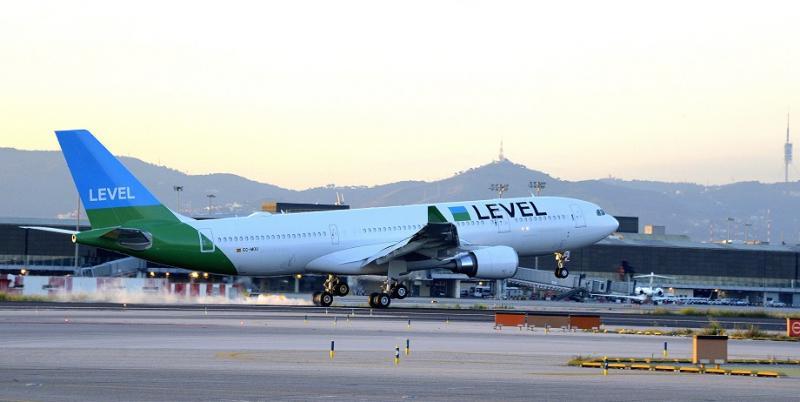 LEVEL_A330_en_El_Prat_01_h