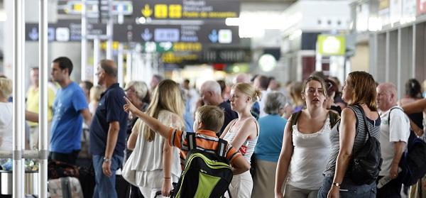 turistas_en_aeropuerto