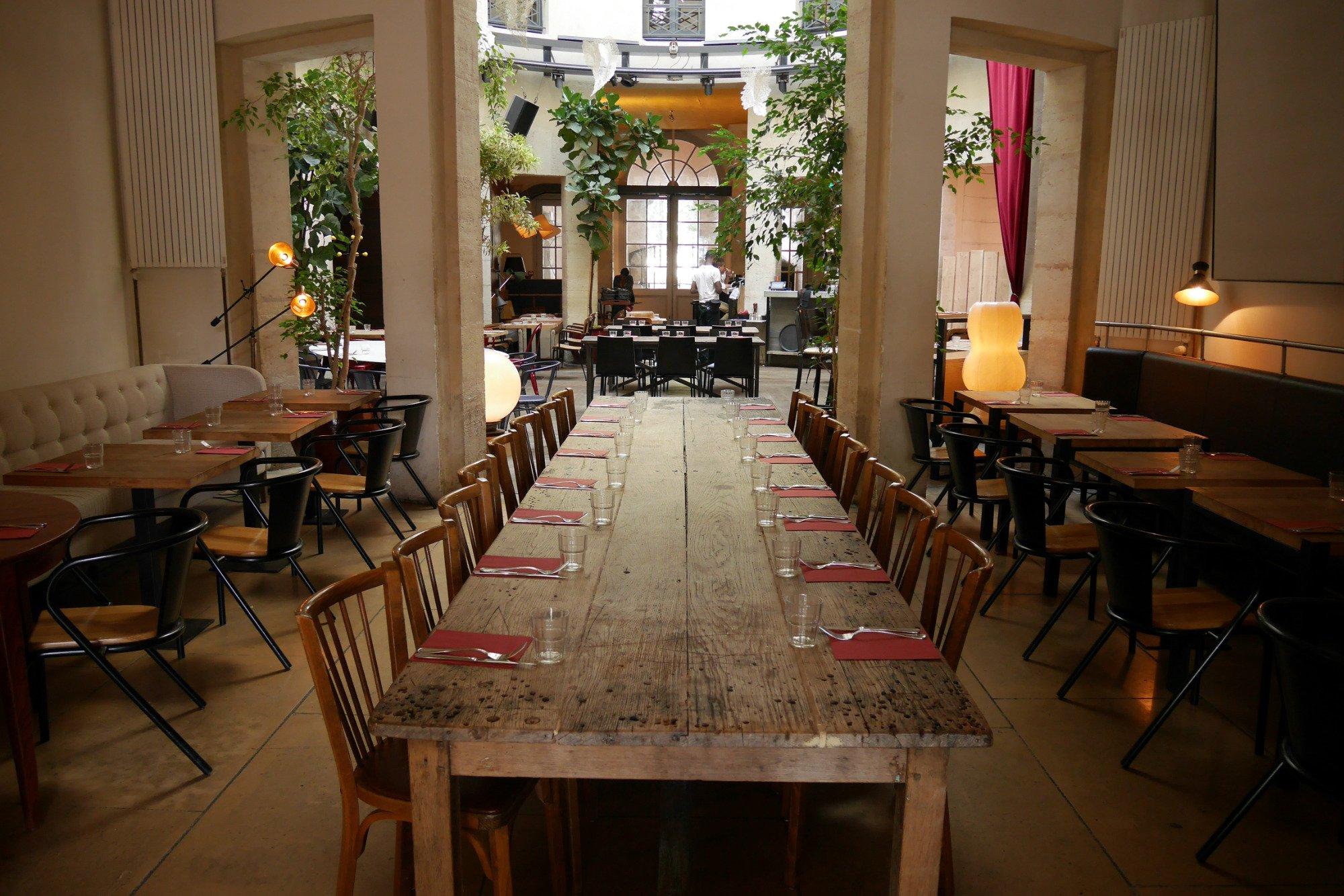 atrium-grande-table