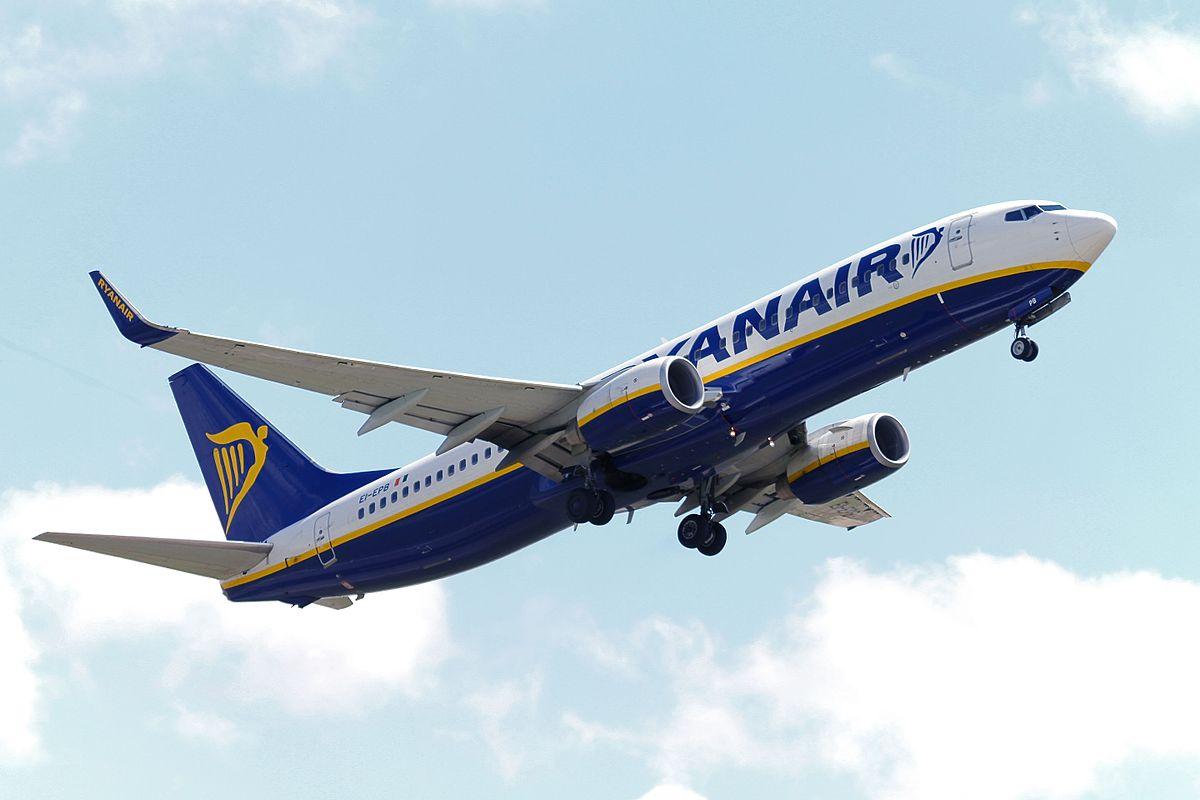 Ryanair,_Boeing_737-800,_EI-EPB_(19835211941)