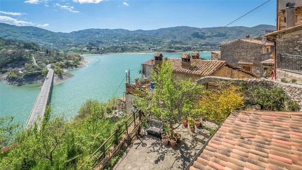 El lago del Turano