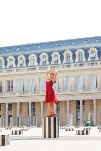 mujer vestido rojo bailarina