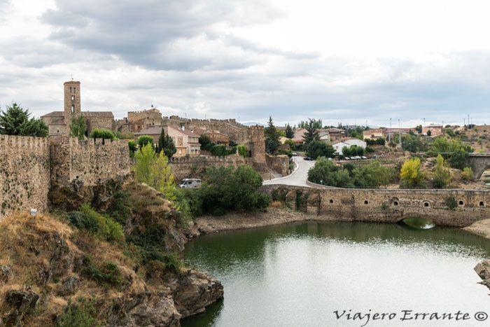 Vista de la muralla y el Puente viejo de Buitrago de Lozoya.
