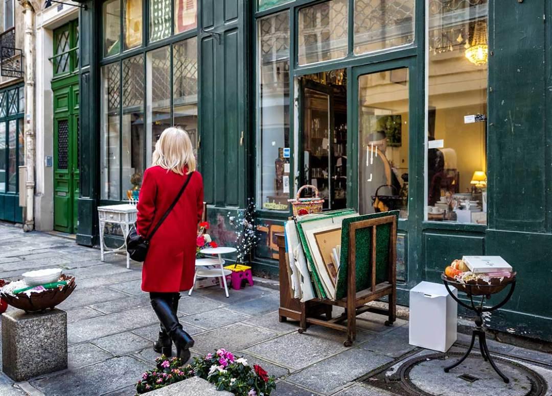 Neighborhood of the antique dealers