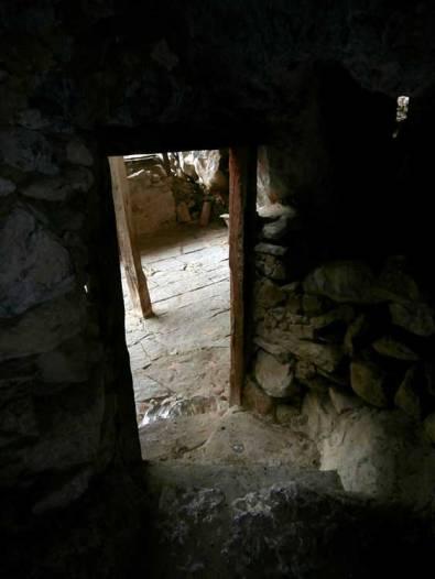 Puerta de entrada a la cueva desde dentro