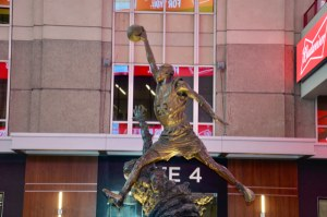 La estatua de Michael Jordan