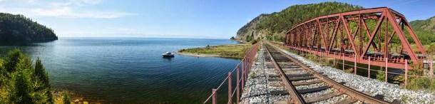 Panorámica-del-lago-Baikal-desde-un-puente-de-la-vía-Circumbaikal-Rusia