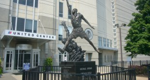 Estatua Michael Jordan