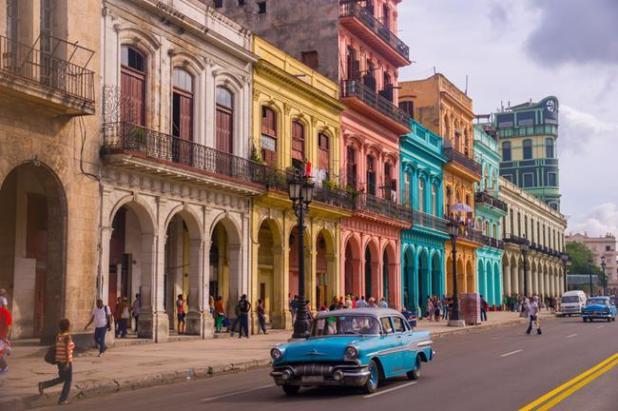 TAxi azul viejo de la Habana