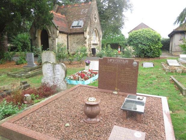Cemeterio de Canterbury con mesa de ping-pong