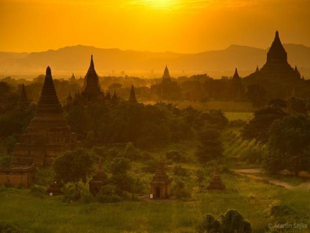 amanecer de los templos de Bagan en Myanmar