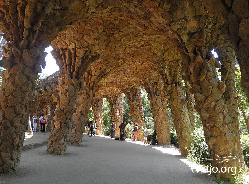 Calles y acueductos del Park Güell